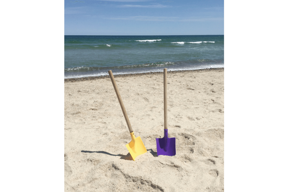 Beach Guide with Kids. Tips and Tricks. Large Toysmith Shovels.