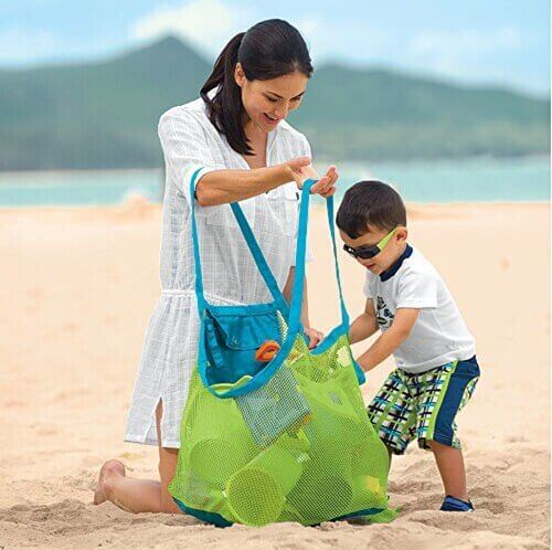 Beach Guide with Kids. Mesh Sand Away bag for beach toys. Pyrus.