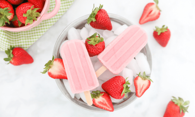 Healthy Strawberry Cheesecake Frozen Yogurt Popsicles